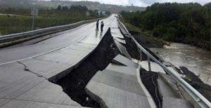 Chile in earthquake - triggers tsunami warning